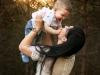mama z synem na sesji rodzinnej w plenerze