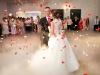 Pierwszy taniec w Zalasowskim Wzgórzu - taniec w chmurach - ciężki dym - konfetti na wesele - fotograf ślubny Tarnów